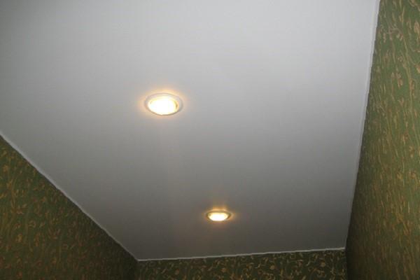 производство одноуровневых натяжных потолков воронеж